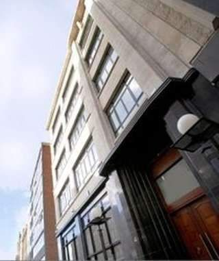 Serviced office to let in South Parade, Leeds