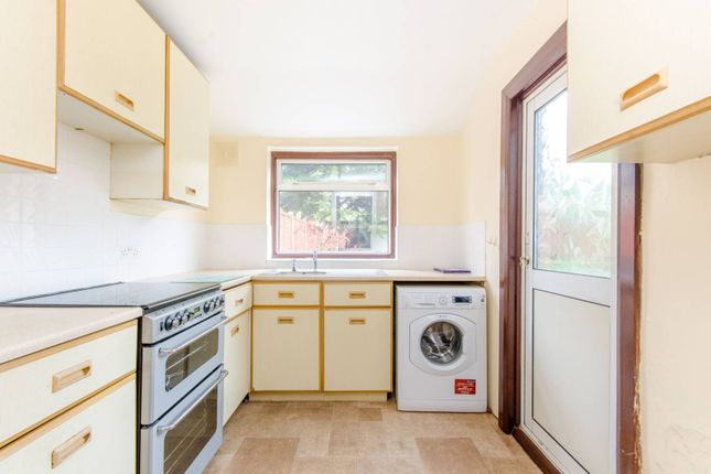 4 bed property to rent in Castleton Road, Romford