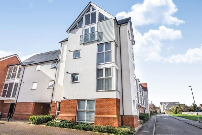 2 bed flat to rent in Montfort Drive, Great Baddow, Chelmsford CM2