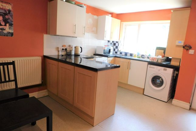 Thumbnail Shared accommodation to rent in Dowman Close, South Wimbledon