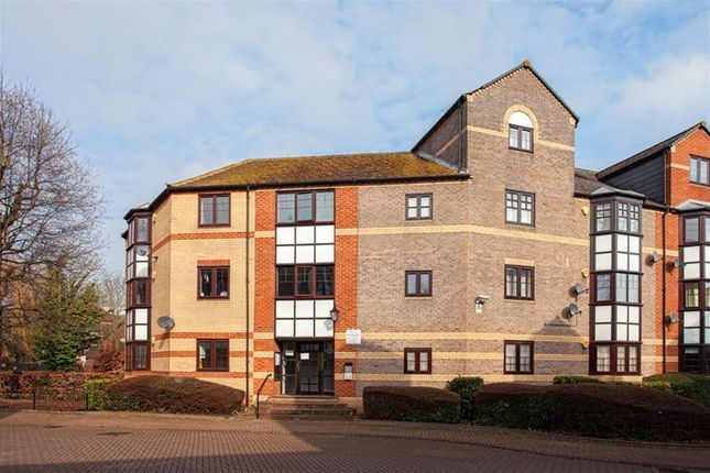 Thumbnail Flat to rent in New Bright Street, Holybrook, Reading