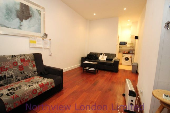 Studio to rent in Hornsey Road, London N19