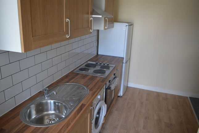 3 bed flat to rent in Chingford Mount Road, Highhams Park
