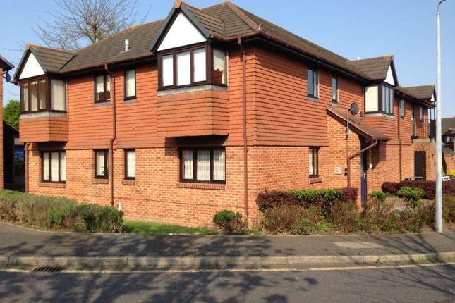 Thumbnail Flat to rent in Haig Gardens, Gravesend