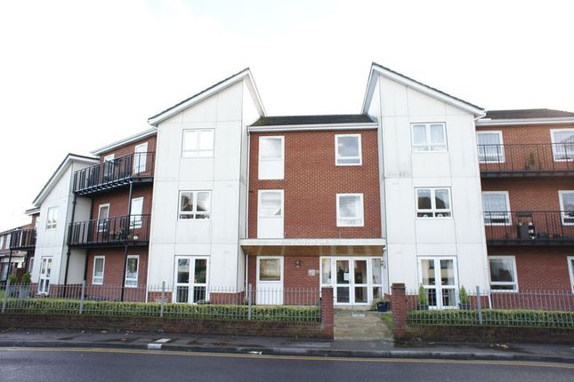 Thumbnail Flat to rent in Hart Road, Benfleet