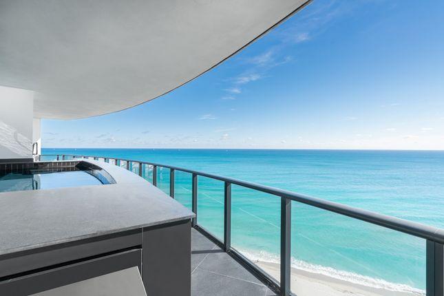 Balcony With Plunge Pool & View - Apt 1601 - Porsche Design Tower Miami