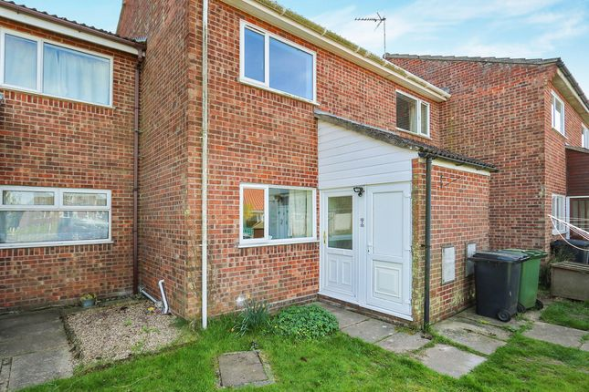 2 bed flat to rent in Woodside Court, Attleborough