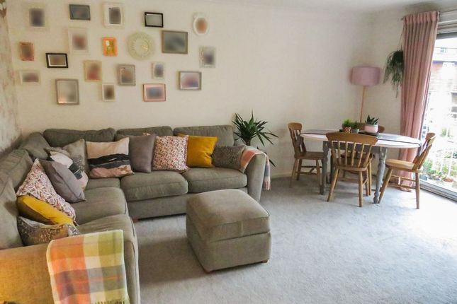 Thumbnail Flat for sale in Newlands Crescent, East Grinstead