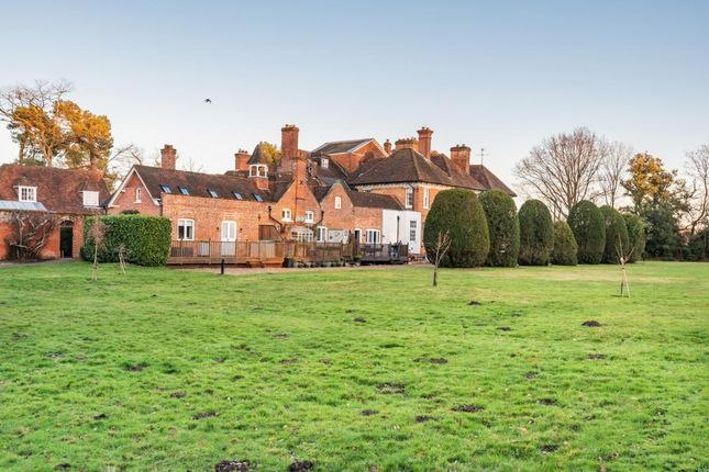 Picture 12 of Firgove Manor, Firgrove Road, Hook RG27