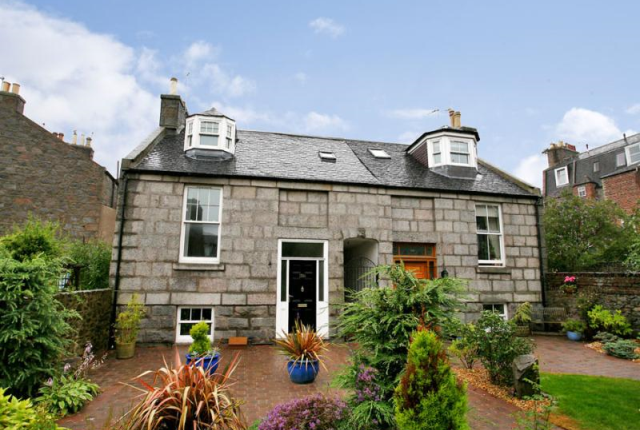 Thumbnail Town house to rent in Crown Street, Aberdeen AB11,