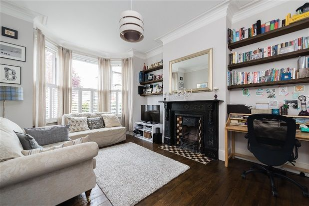 Thumbnail Flat for sale in Hainthorpe Road, London
