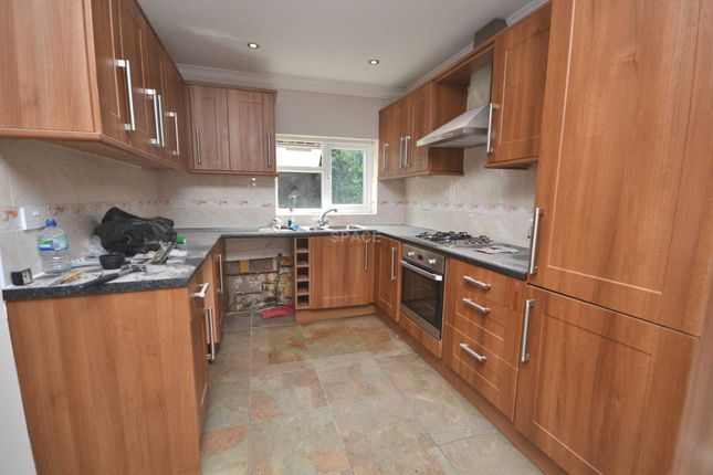 Thumbnail Detached house to rent in Anderson Avenue, Reading, Berkshire