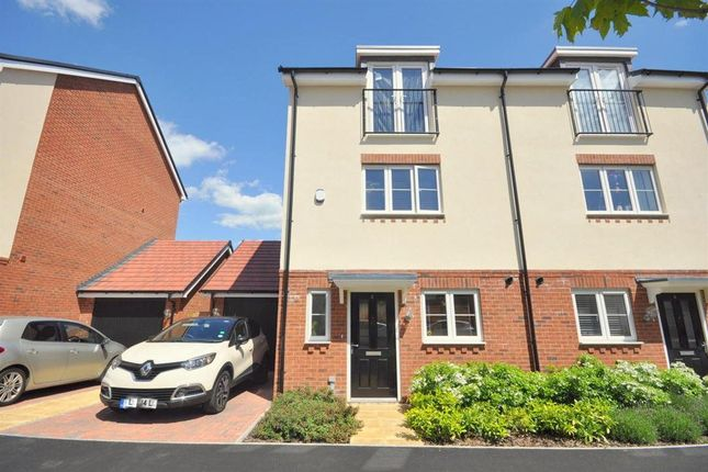 Thumbnail Property to rent in Bateson Drive, Leavesden