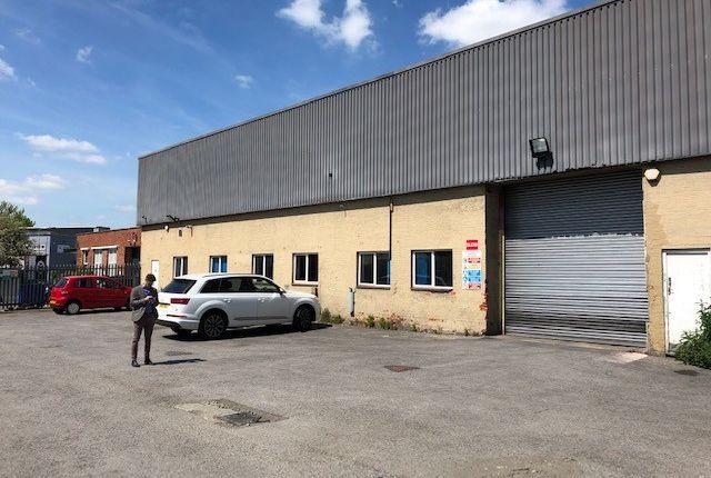 Thumbnail Warehouse to let in Swallowfields, Welwyn Garden City
