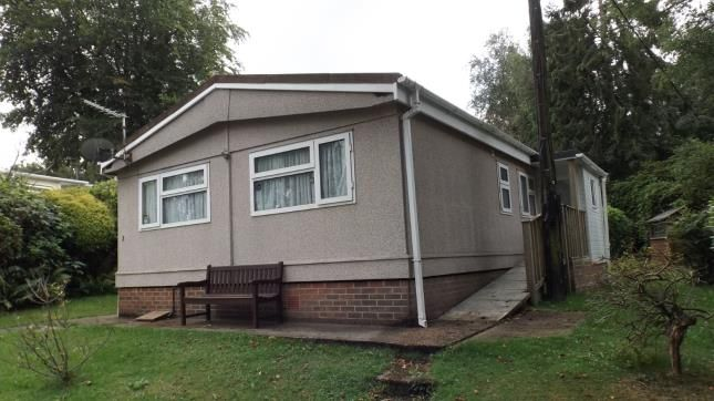 Thumbnail Mobile/park home for sale in Robin Row, Turners Hill Park, Turners Hill, West Sussex