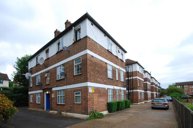 Thumbnail Flat for sale in Elder Gardens, West Norwood