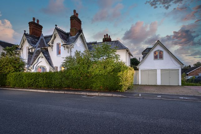 Thumbnail Detached house for sale in Simplemarsh Road, Addlestone