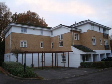Thumbnail Flat to rent in Old Bracknell Lane, Bracknell