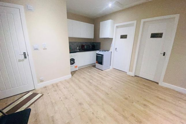 2 bed flat to rent in The Broadway, Southall, Greater London UB1