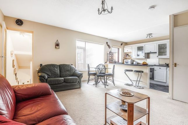 Thumbnail 2 bed flat for sale in Regent Gardens, Didcot