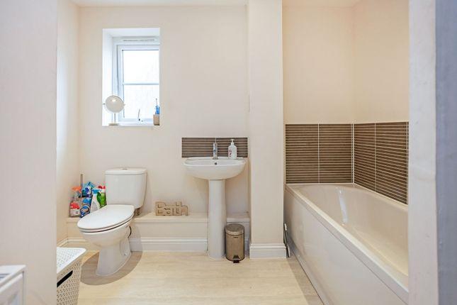 Family Bathroom of Dorrington Close, Barking IG11