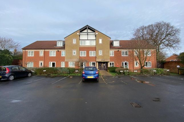 Thumbnail Flat to rent in Barons Court, Old Lode Lane, Solihull