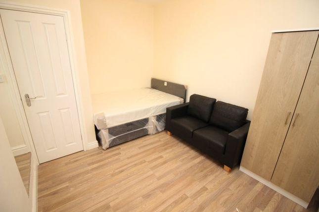 Thumbnail Flat to rent in Waterloo Street, Robson Street, Oldham
