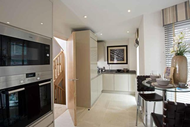 Thumbnail Flat to rent in St. Ives Road, Maidenhead