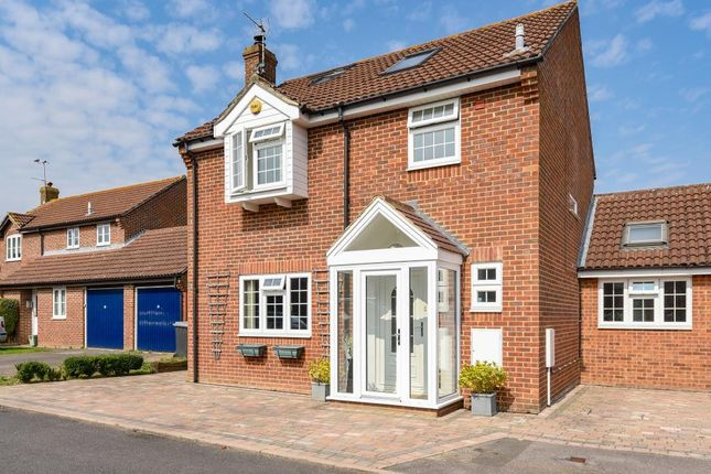 Thumbnail Detached house for sale in Edwin Close, Thatcham