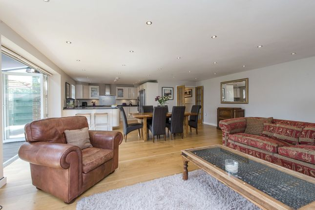 Thumbnail Property for sale in Heights Close, London