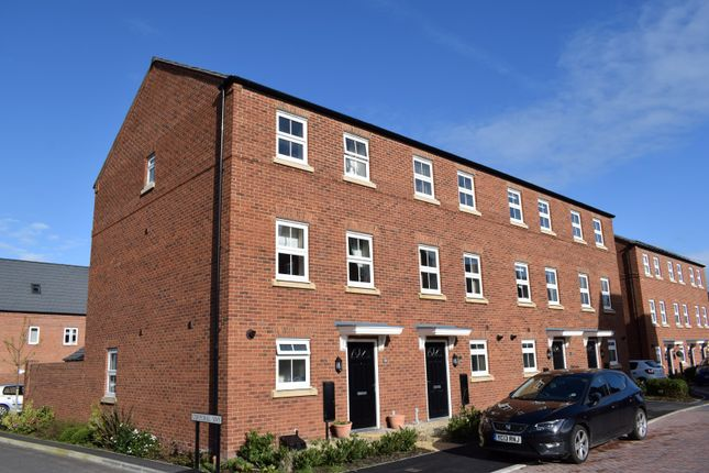 3 bed mews house to rent in 20 Arnhem Way, Saighton, Chester