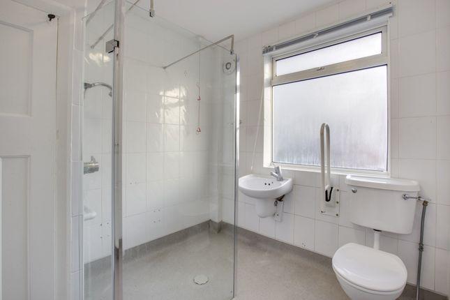 Thumbnail Flat to rent in Gifford Gardens, London