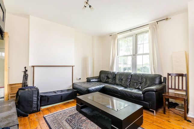 2 bed flat to rent in Welland Street, Greenwich, London SE10