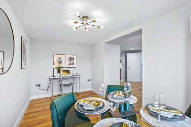 2 bedroom flat for sale in Victoria Avenue, Southend-On-Sea