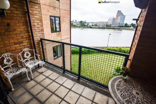 1 bed flat to rent in Carrara Wharf, Ranelagh Gardens, London
