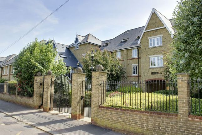 Thumbnail Flat for sale in Chase Side Crescent, Enfield