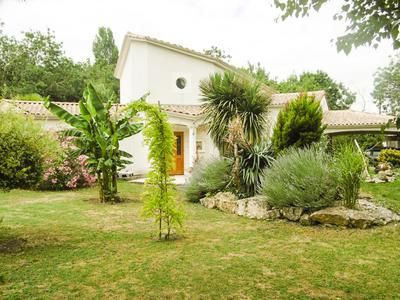 Properties for sale in chaix fontenay le comte vend e for Location garage fontenay le comte
