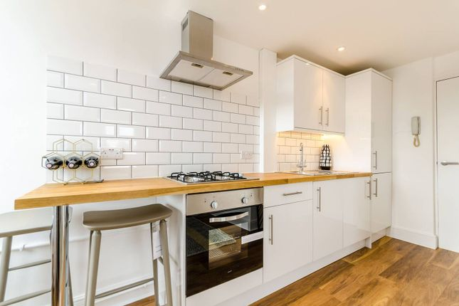 Thumbnail Flat to rent in Farnley Road, South Norwood