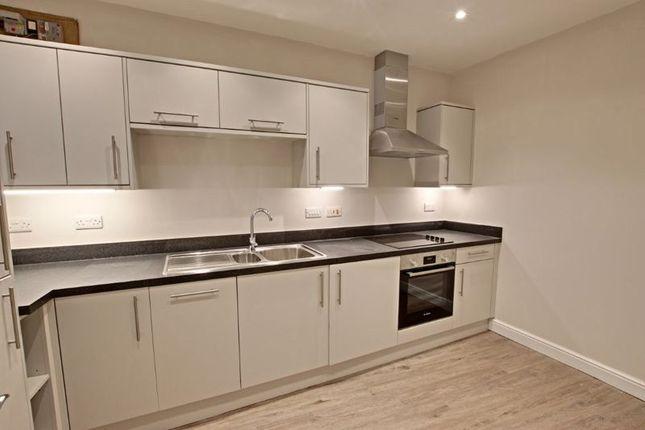 2 bed flat to rent in Silver Street, Trowbridge BA14