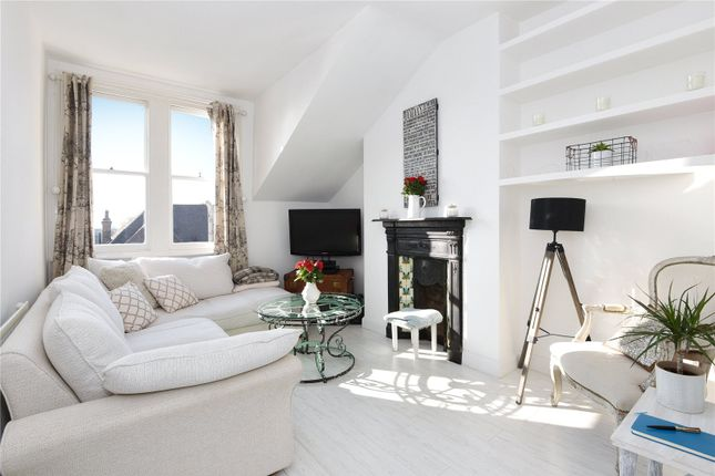 Thumbnail Flat for sale in Park Avenue, Palmers Green, London