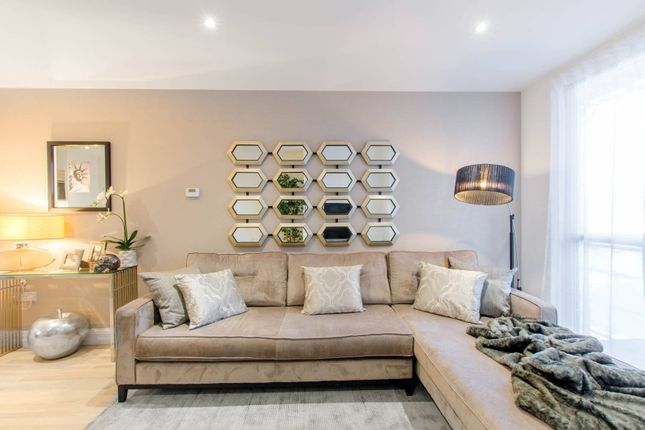Thumbnail Flat for sale in Blagdon Road, New Malden
