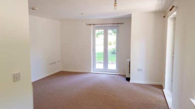 2. Lounge of Philmont Court, Coventry CV4