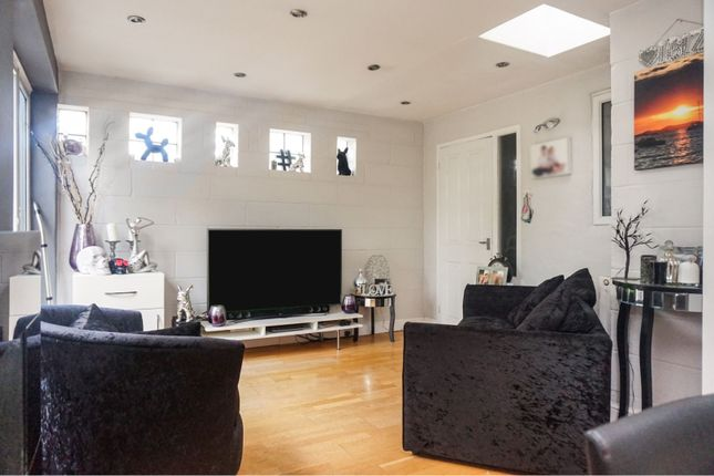 Family Room of Wells Avenue, Southend-On-Sea SS2