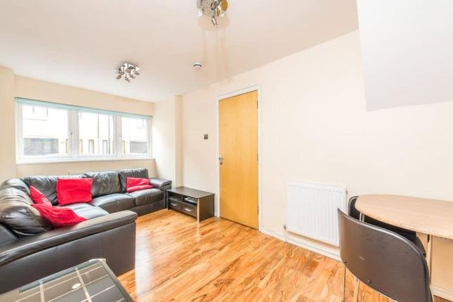 Thumbnail Property to rent in Roding Mews, London