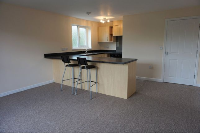 2 bed flat to rent in Hall Street, Blackwood NP12