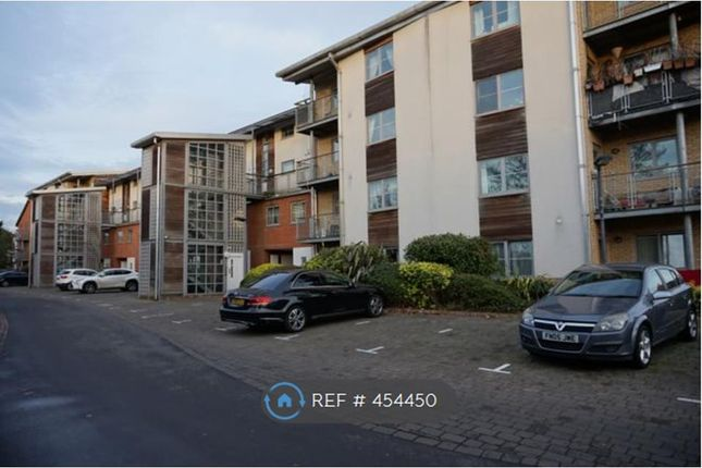 Thumbnail Flat to rent in Windmill Road, Slough
