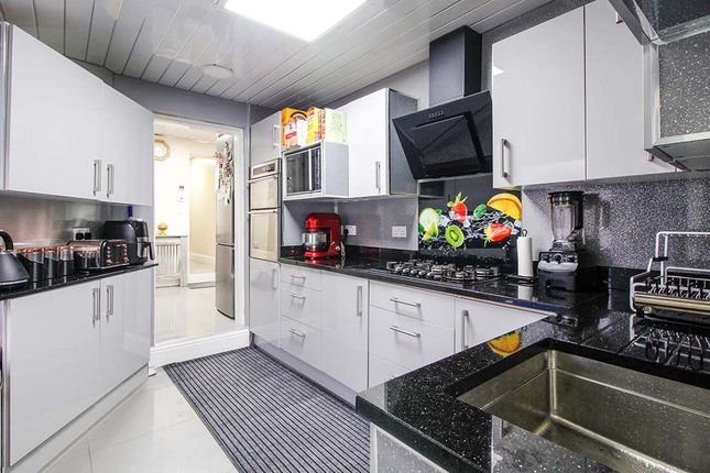 2 bed flat for sale in Holland Road, Sheffield, South Yorkshire S2