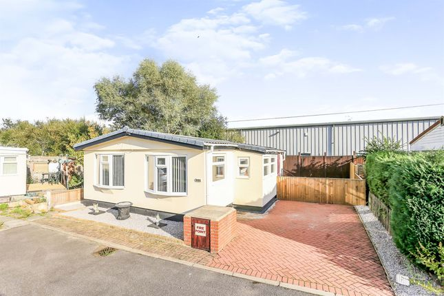 2 bed mobile/park home for sale in Haywagon Mobile Home Park, Adwick-Le-Street, Doncaster DN6
