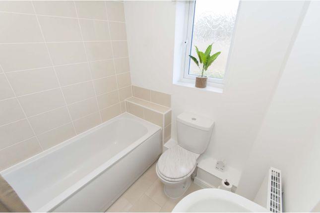 Bathroom of Ellwood, Barnsley S71