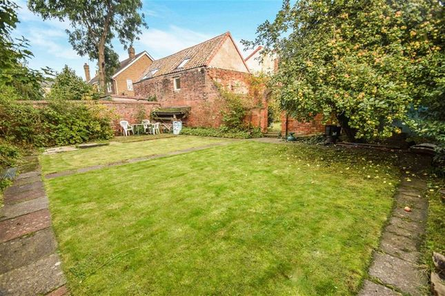 Thumbnail Terraced house for sale in College Street, Sutton